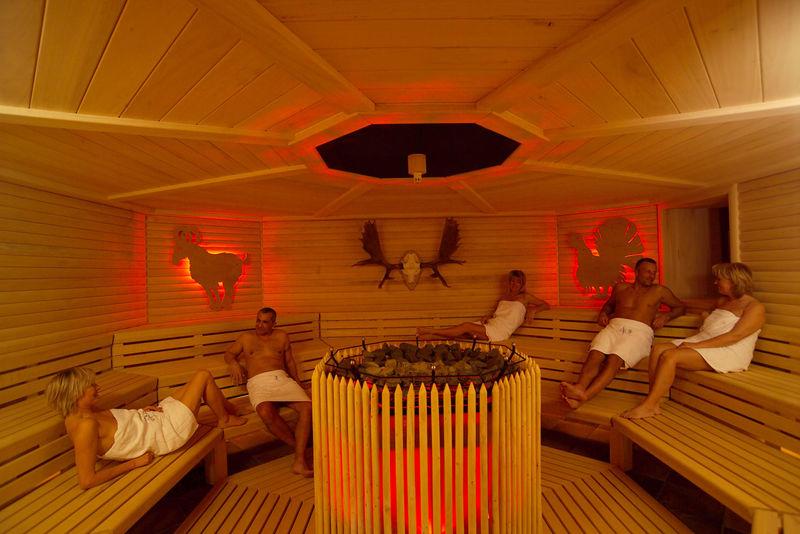 saunahof der therme 1 tourismusverband ostbayern e v. Black Bedroom Furniture Sets. Home Design Ideas