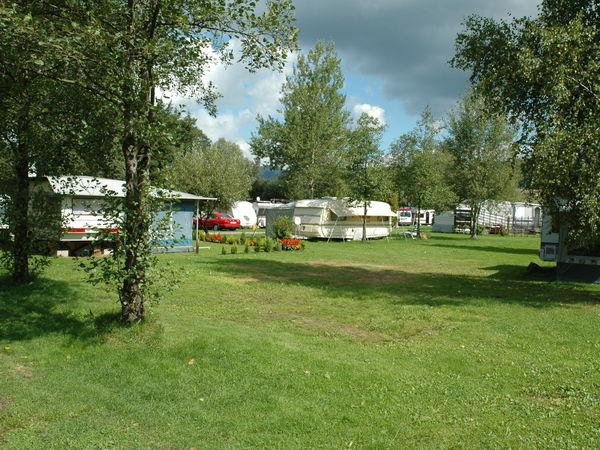 Idyllisch gelegener Campingplatz am Flußfreibad in Bad Kötzting