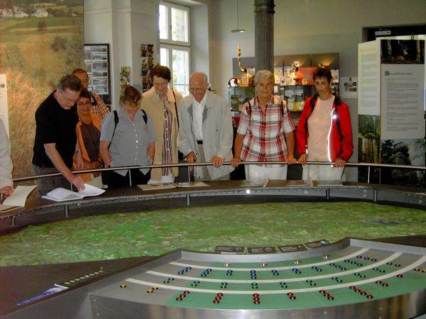 Besucher erfahren interessantes im Infozentrum Grenzbahnhof in Bayerisch Eisenstein