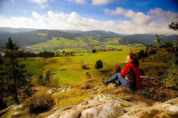 Bernau im südlichen Schwarzwald: Blick vom Hohfelsen auf das ausgedehnte Hochtal