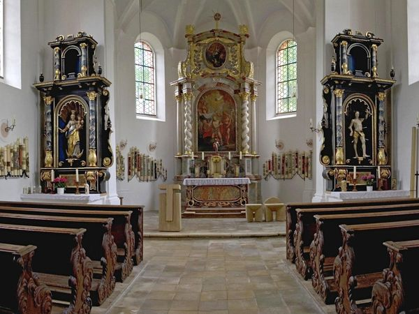 Der Altarbereich in der Wallfahrtskirche St. Johann in Falkenfels