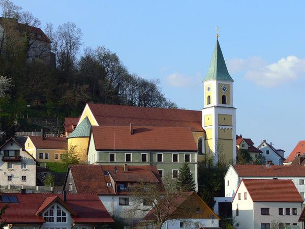 Blick auf die Pfarrkirche ST. SEBASTIAN in Falkenstein