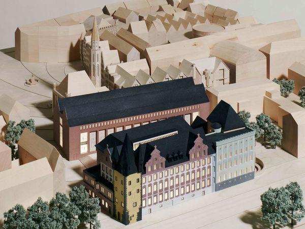 Altbau und Neubauten im Modell