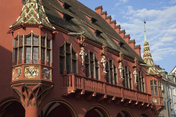Das historische Kaufhaus am Münsterplatz in Freiburg