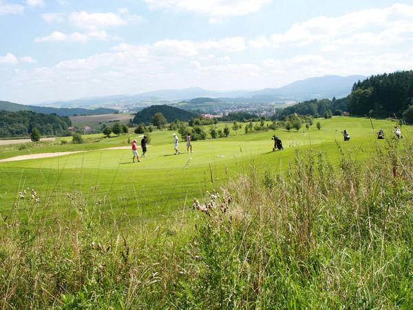 Blick über die herrliche Anlage des Panorama-Golfplatzes in Furth im Wald