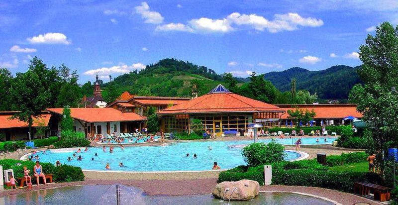 Piscine en plein air die insel gengenbach for Freiburg piscine