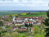 Blick auf Medelsheim mit Kirche St. Martin