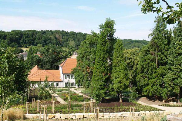 Forstgarten und Jagdschloss Karlsbrunn