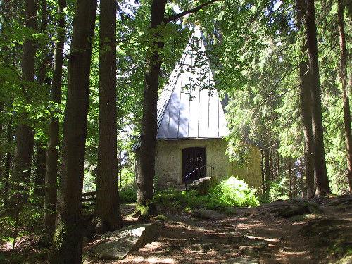 Blick auf die Kapelle St. Marien am Eisernen Zaun in Haidmühle