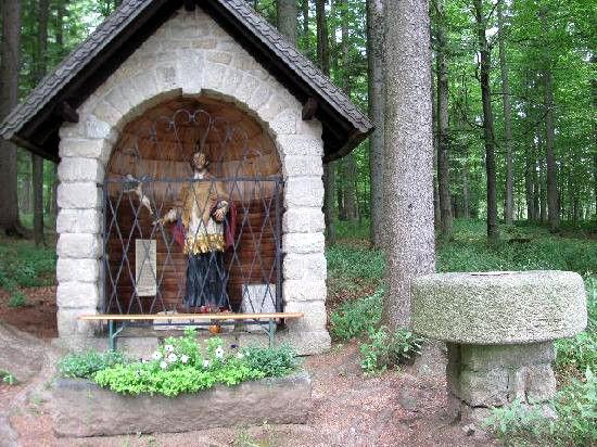 Die steingemauerte Kapelle ST. NEPOMUK in Bischofsreut