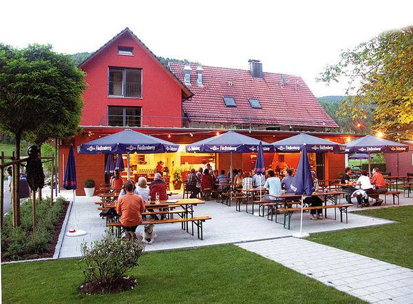 Die Minigolfanlage befindet sich ankrenend zum Restaurant Waldsee Terrasse