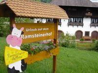 Der Ramsteinerhof mit traditioneller Käseherstellunjg