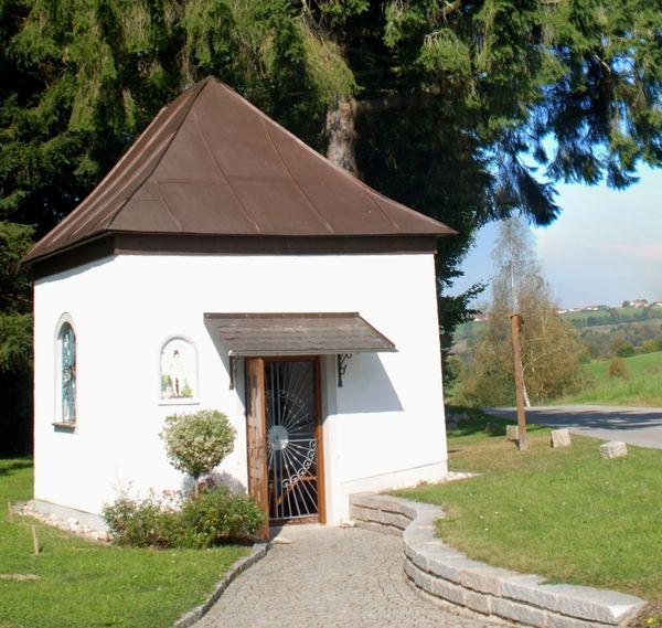 Blick auf die Sebastianikapelle in Vorderschmiding in der Gemeinde Hinterschmiding