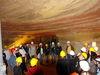 Besuchergruppe in den Schlossberghöhlen