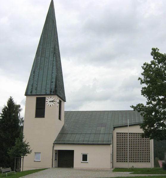 Blick auf die Filialkirche ST. JOSEF in Zell bei Kirchberg i. Wald