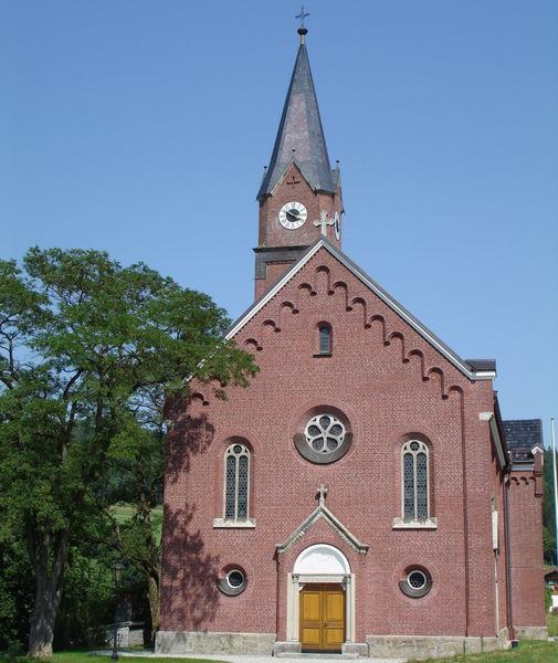 Die Pfarrkirche Kirchaitnach in der Gemeinde Kollnburg im ArberLand Bayerischer Wald