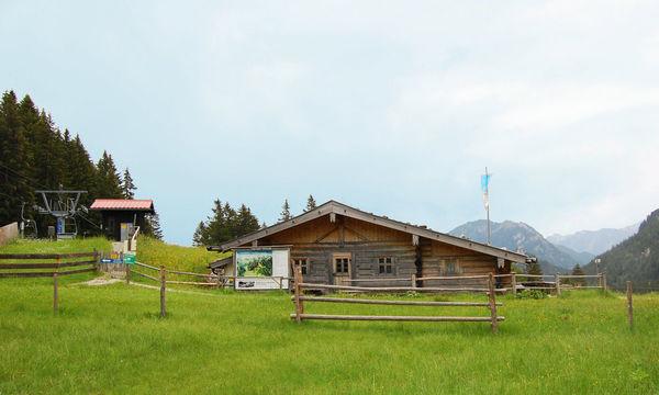 Kolbensattelhütte am Kolbensattel in Oberammergau in den Ammergauer Alpen