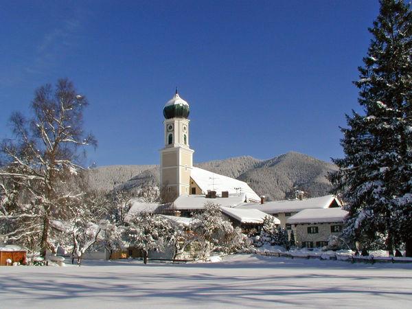 Pfarrkirche St. Peter und Paul im Winter