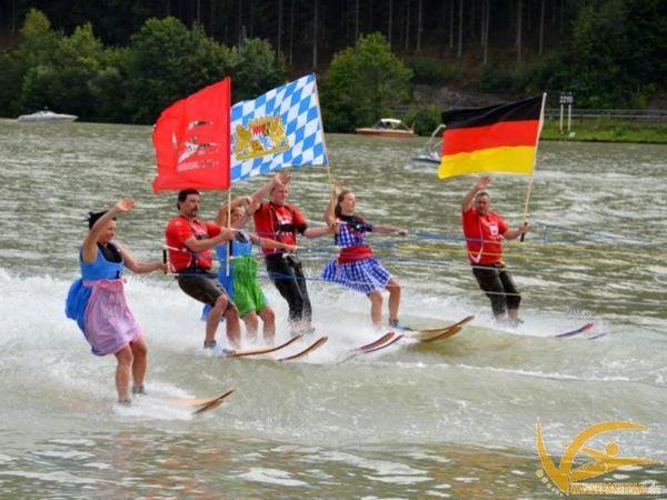 Riesenspaß mit dem Wasserskiteam bei Obernzell an der Donau