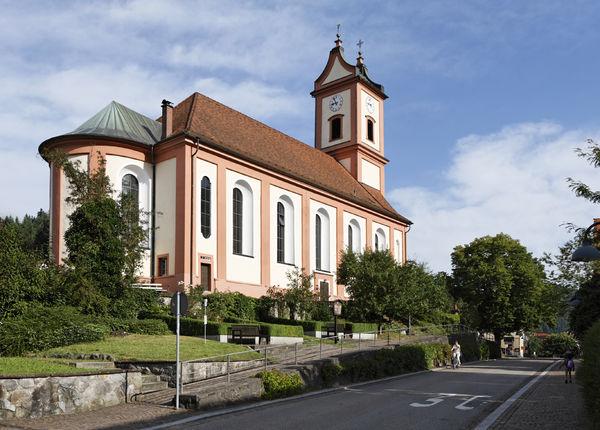 Außenansicht der Pfarrkirche St. Bartholomäus in Oberwolfach