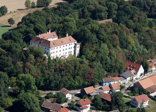 Blick auf Schloss Offenberg im Deggendorfer Land