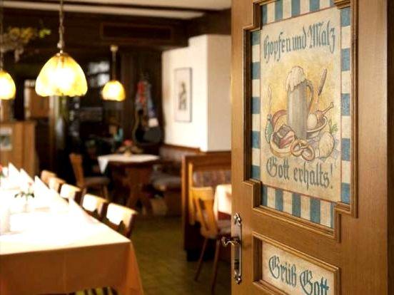 Gemütliche Gaststube im Hotel Zur Perle in Perlesreut
