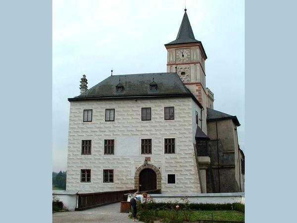 Blick auf die Burg Rosenberg in Rosenberg an der Moldau in Südböhmen
