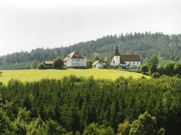 Blick auf die Filialkirche in Krailing (Gemeinde Prackenbach)