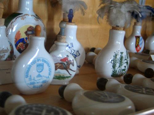 Schnupftabakgläser in allen Variationen finden Sie im Fressenden Haus in Weißenstein