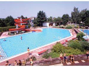 Piscine en plein air renchen urlaubsland baden w rttemberg for Piscine offenburg
