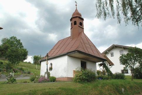 Blick auf die Dorfkapelle in Unterasberg in der Gemeinde Rinchnach