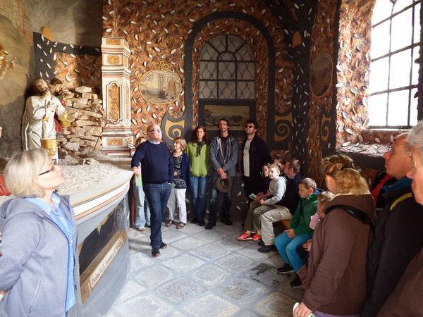Die Seitenkapelle mit einzigartiger Verzierung aus Flussperlmuscheln