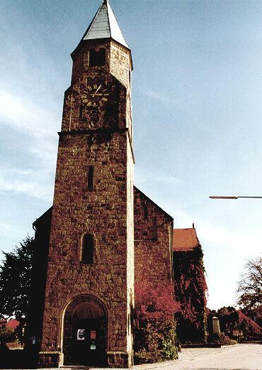 Blick auf die Pfarrkirche in Neubäu (Ortsteil der Stadt Roding)
