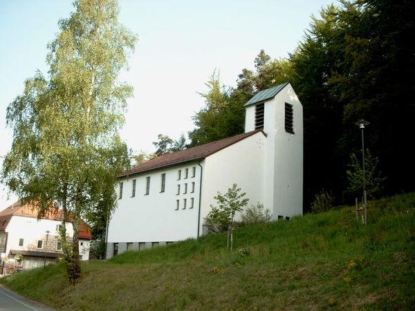 Blick auf die Filialkirche in Saldenburg im Ilztal und Dreiburgenland