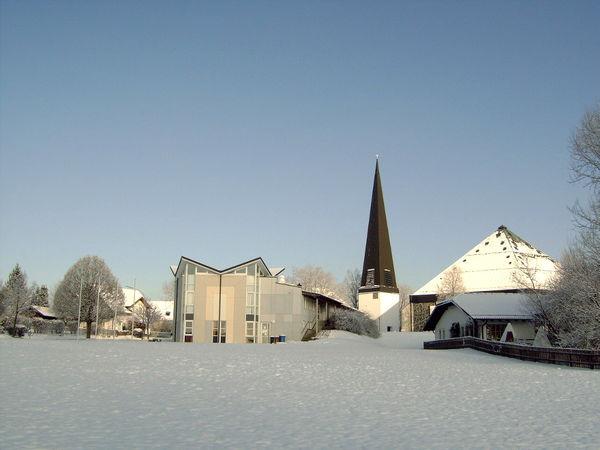 Blick im Winter auf die Pfarrkirche ST. RUPERT in Salzweg