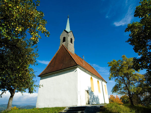 Blick auf das Kirchberger Kirchlein bei Schönberg im Nationalpark-FerienLand Bayerischer Wald