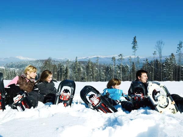 Winter-Familienerlebnis beim Schneeschuhwandern bei Schönberg