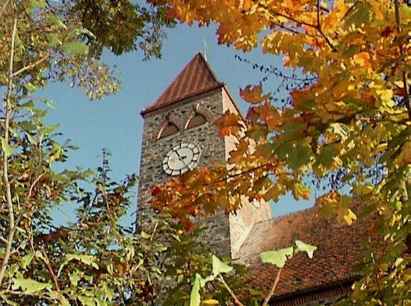 Herbststimmung bei der Pfarrkirche in Klingenbrunn in der Gemeinde Spiegelau