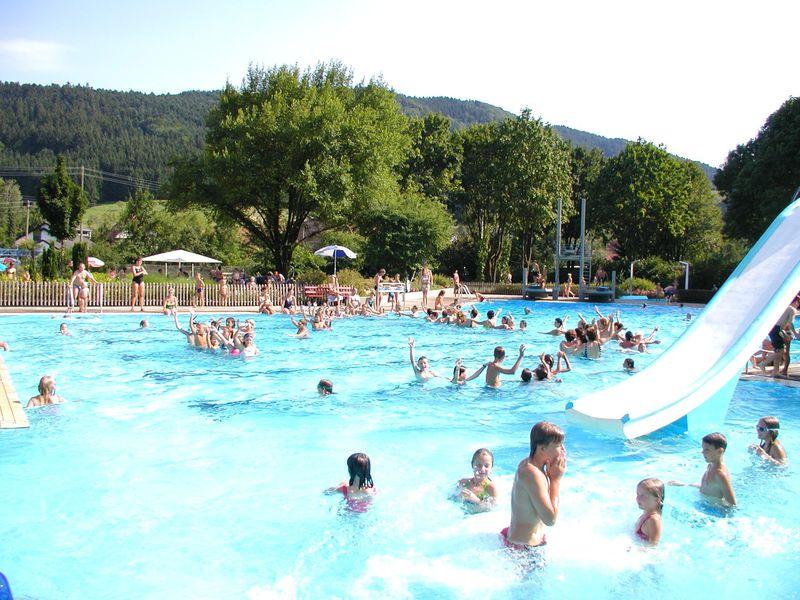 Beheiztes freibad steinach urlaubsland baden w rttemberg for Schwimmbad becken