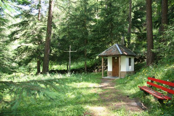 Ein stiller Ort im Wald: Die dem heiligen Bruder Klaus gewidmete Kapelle Ranft bei Täsch, unweit Zermatt.