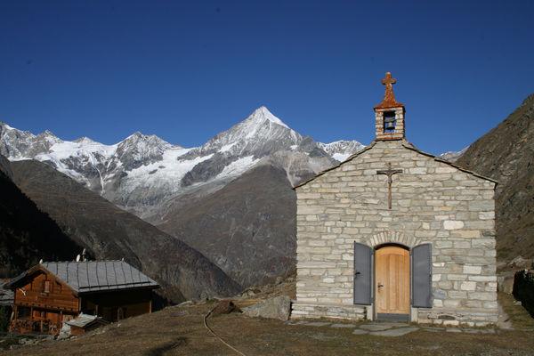Hier findet alljährlich im August das Kapellenfest statt.