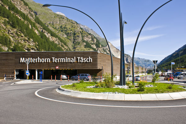 Im Matterhorn Terminal in Täsch ist Endstation für Autos. Ins autofreie Zermatt sind es nur noch 12 Minuten.