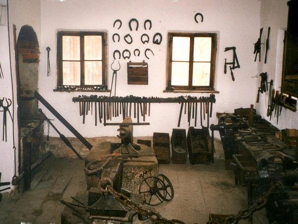 Gerätschaften des Schmiedes können Sie im Schmiedemuseum in Kellberg bewundern