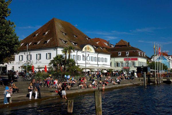 Der Überlinger Landungsplatz mit der Greth direkt am Bodensee