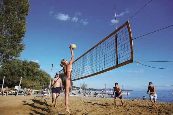 Beachvolleyball im Bodensee-Strandbad West in Überlingen