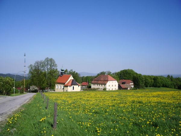 Blick auf die Bergkirche in Herzogau (Ortsteil des Luftkurortes Waldmünchen)