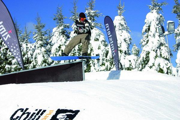 Skateboard mit Motor ermöglicht Snowboarden im Sommer