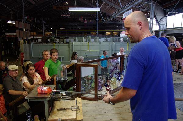Glasmacher bei der Arbeit