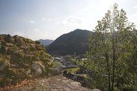 Blick von der Burgruine Schlössle auf den Wolfenberg