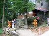Wanderer beim Aussichtsturm am Brotjacklriegel